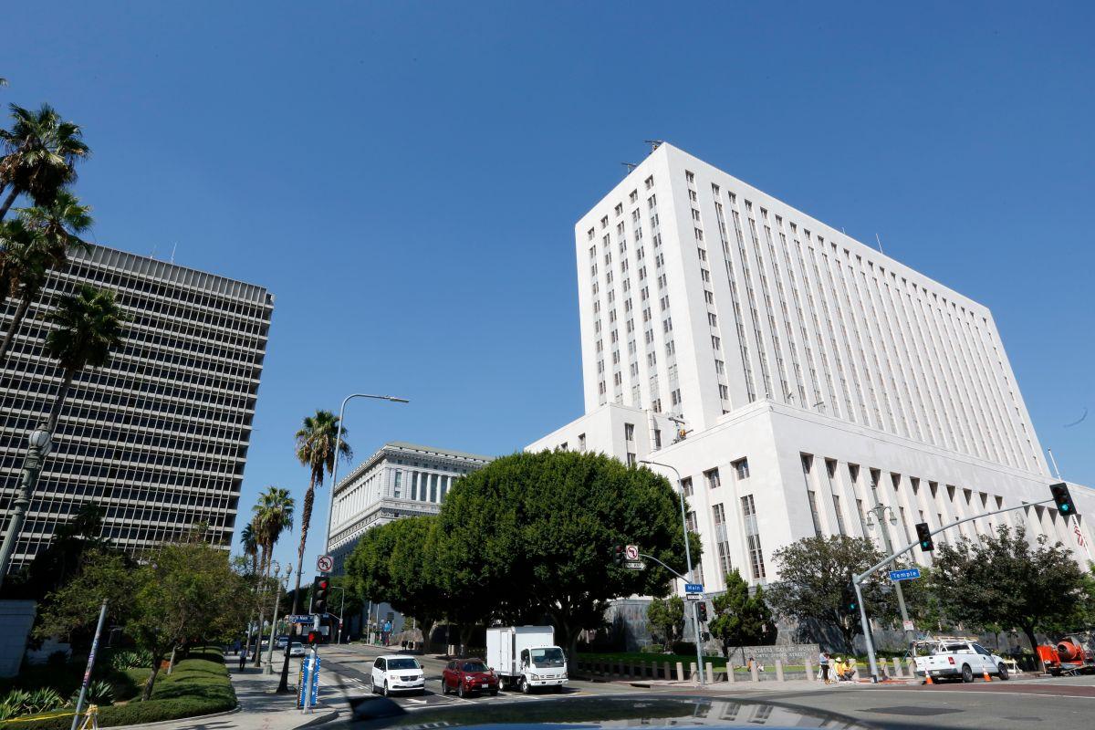 Garcetti prohíbe los desalojos residenciales y comerciales en Los Ángeles por impago de rentas