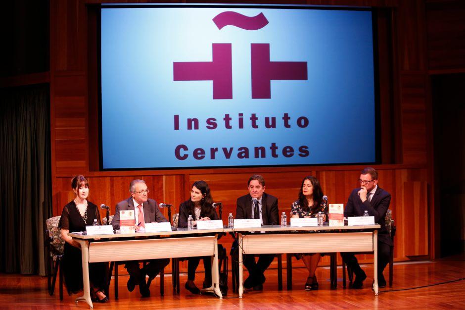 Buscan fortalecer la presencia del español en Los Ángeles