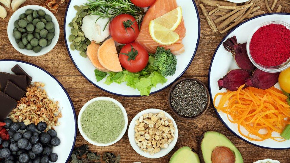 La mejor manera de bajar de peso es mantener un equilibrio y nutrir con alimentos de alta calidad al organismo.