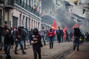 Estado de excepción en Ecuador: 3 preguntas para entender las violentas protestas por el alza en el precio de combustibles