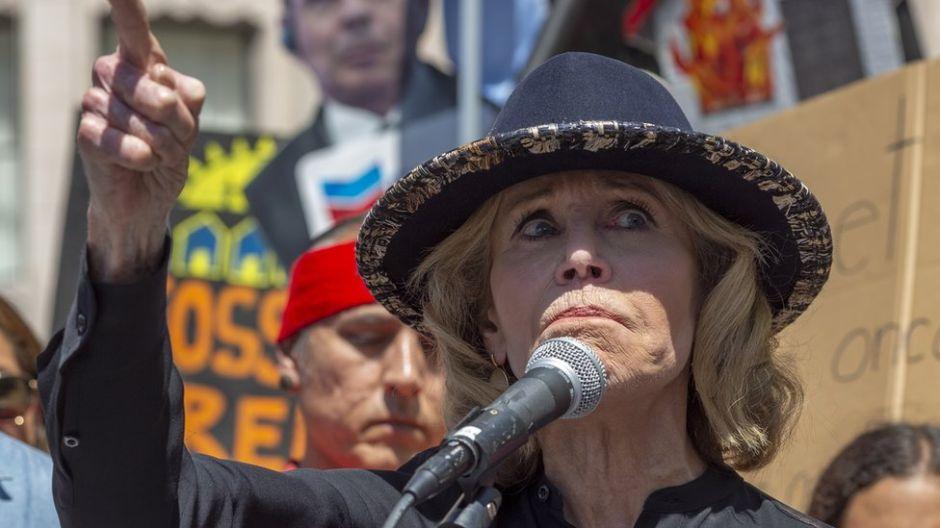 Jane Fonda: arrestan y se llevan esposada a la actriz en Washington por protestar contra el cambio climático