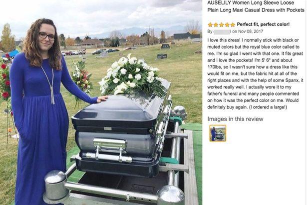 Compra un vestido en línea y da su opinión subiendo una foto al lado del ataúd de su padre