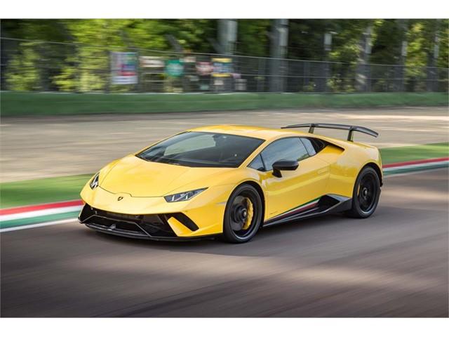 Hombre en Florida recibe millones en ayuda financiera del gobierno y se los gasta en un Lamborghini