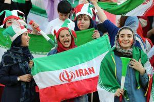 Después de casi 40 años, mujeres regresan a un estadio en Irán