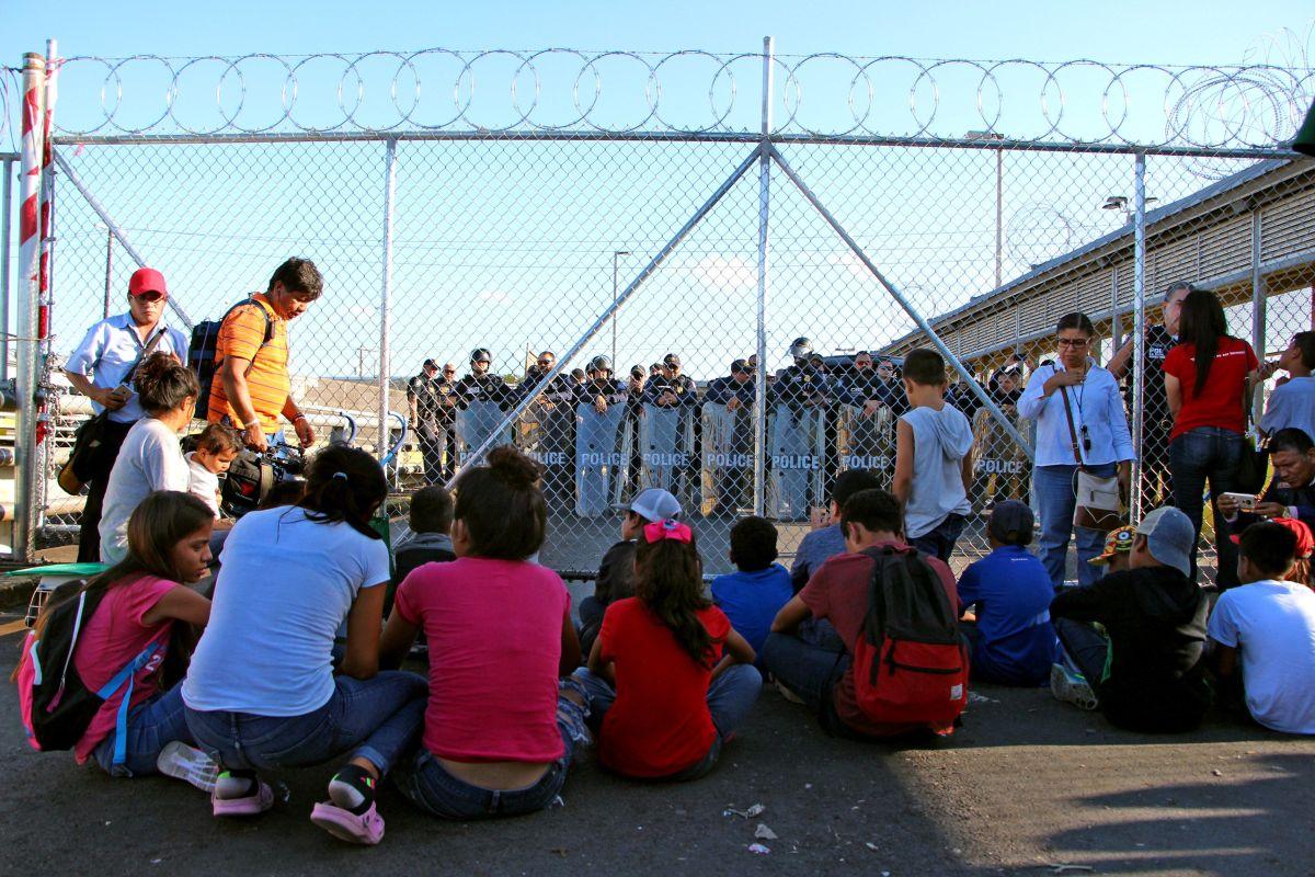 Alertan sobre los juicios secretos en la frontera que buscan acelerar deportaciones de inmigrantes
