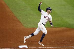 Astros le pega a Yankees y empata la serie