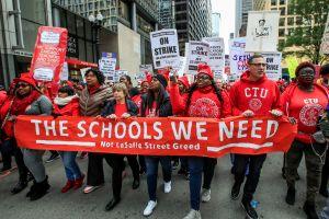 25,000 maestros en huelga, 300 mil estudiantes sin clases en Chicago