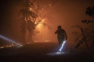 Ordenan evacuaciones por el incendio Bruder cerca de Redlands