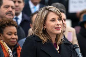Renuncia congresista señalada de mantener relaciones sexuales con miembro de su equipo