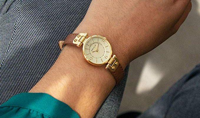 6 relojes Anne Klein para mujer por menos de $50