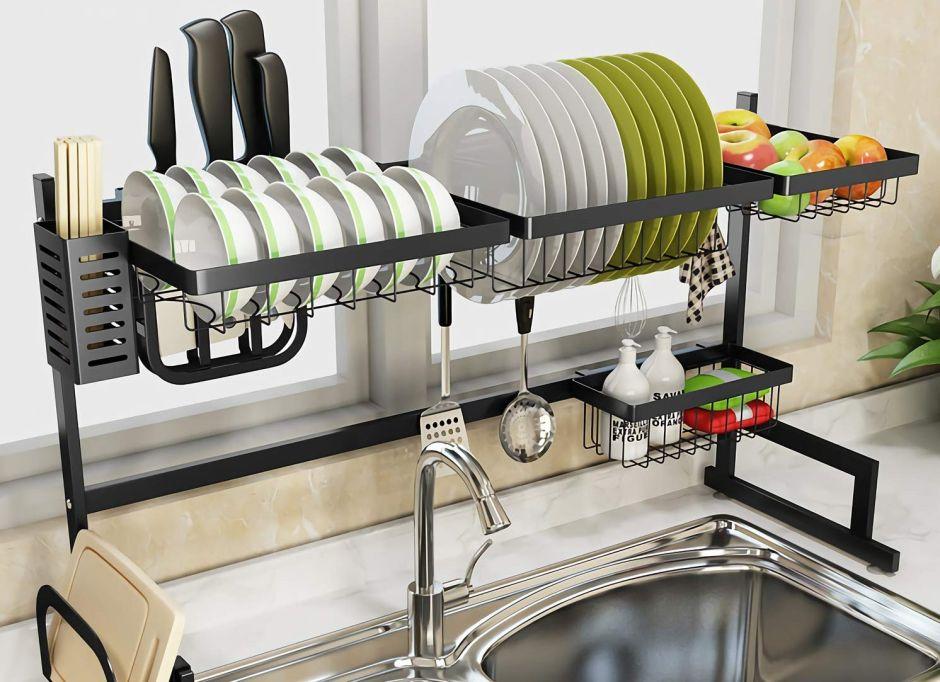 5 bandejas y estantes organizadores que te ayudarán a mantener tu cocina en orden
