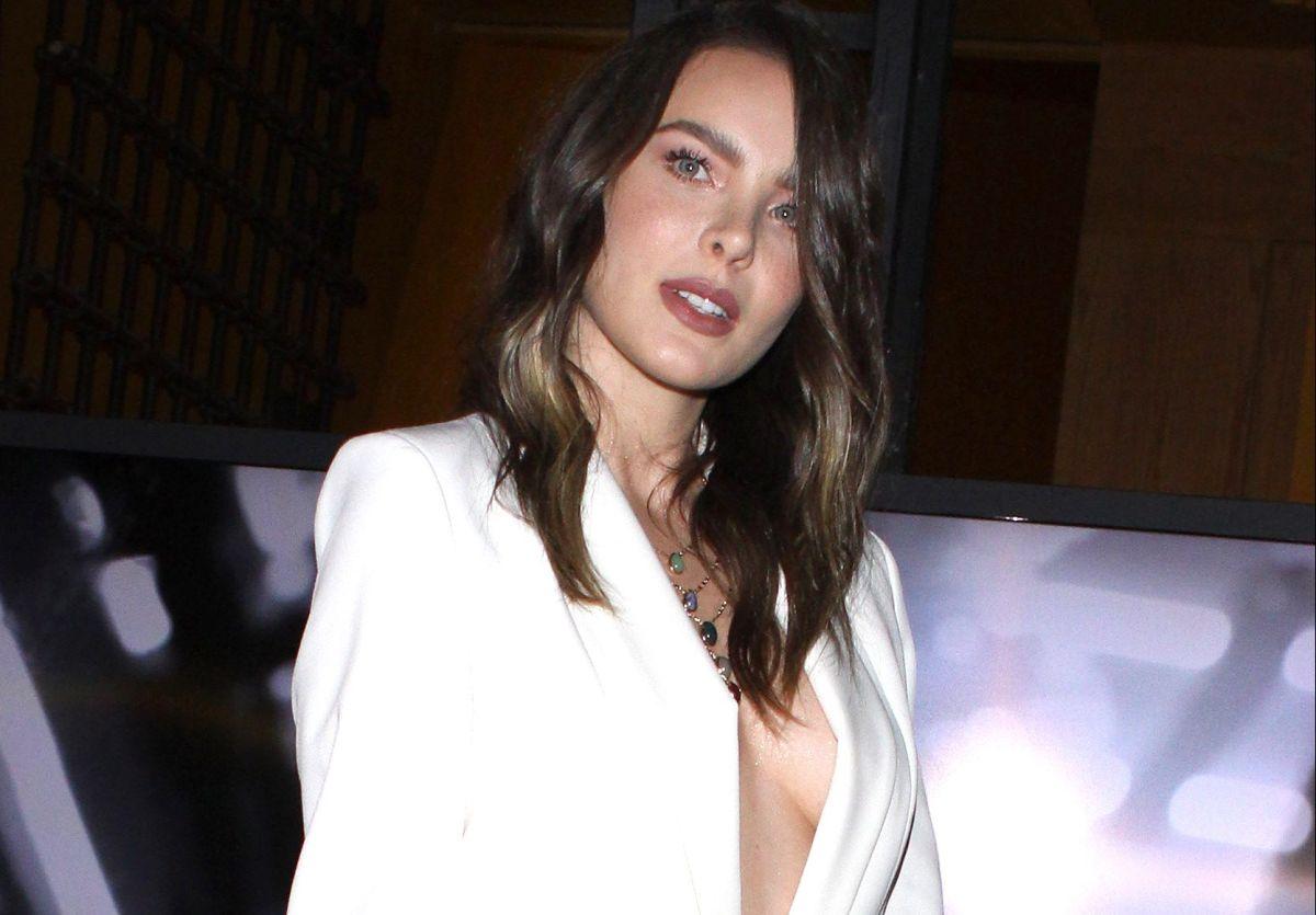 Belinda aparece vestida de blanco y sus fans están fascinados con ella