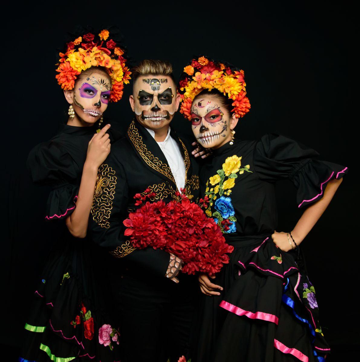 Bailarín hispano invidente enseña a los niños danza folclórica