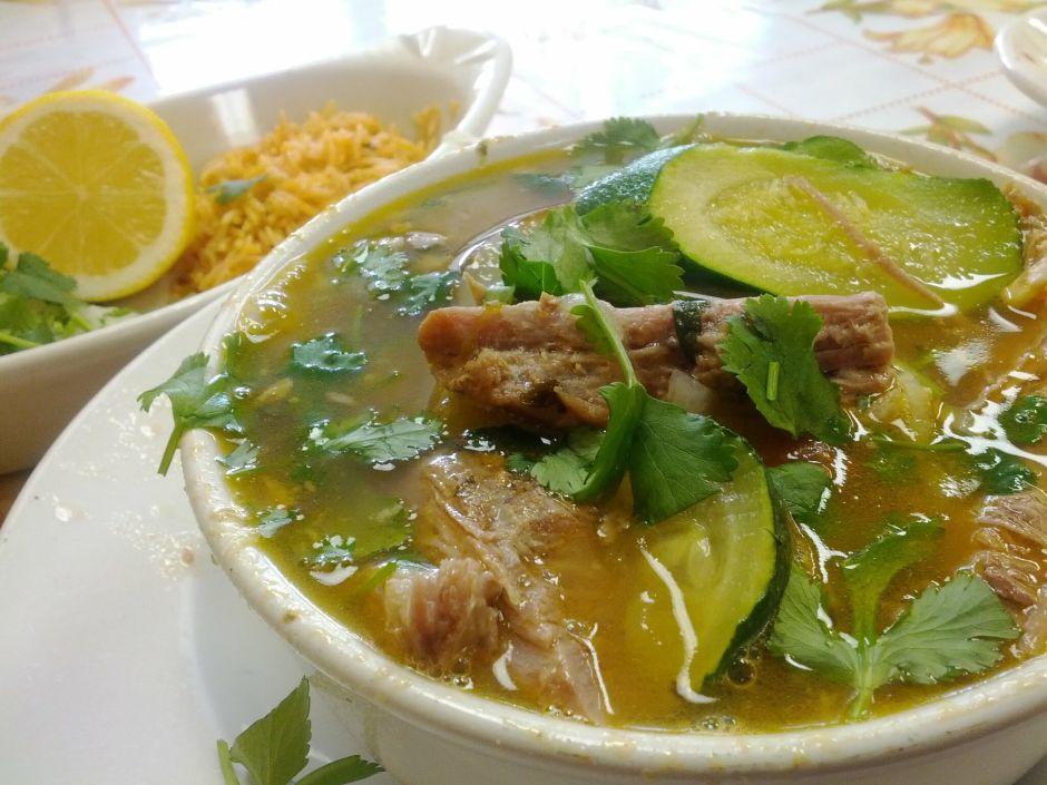 Para los primeros fríos: Deliciosa receta de caldo de res mexicano