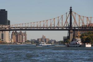 Juez federal prohíbe la publicidad flotante en los ríos de Nueva York