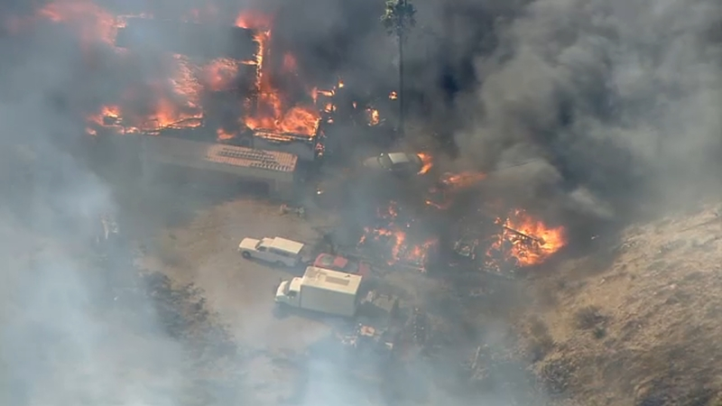 Incendio en Agua Dulce amenaza hogares y quema más de 850 hectáreas