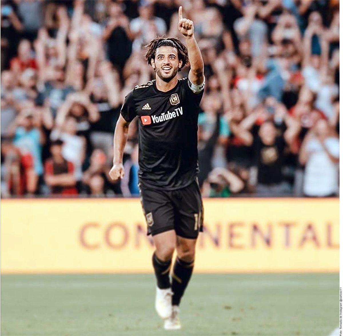 Carlos Vela festeja un gol con el LAFC.