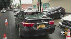 Se sigue desarmando el Metro en Queens: nueva pieza cayó sobre vidrio de taxista hispana