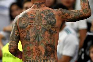 Pierde su empleo por estar tatuado, es maestro y los niños le tienen miedo