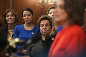Ocasio-Cortez consigue más fondos para su reelección que la propia Nancy Pelosi