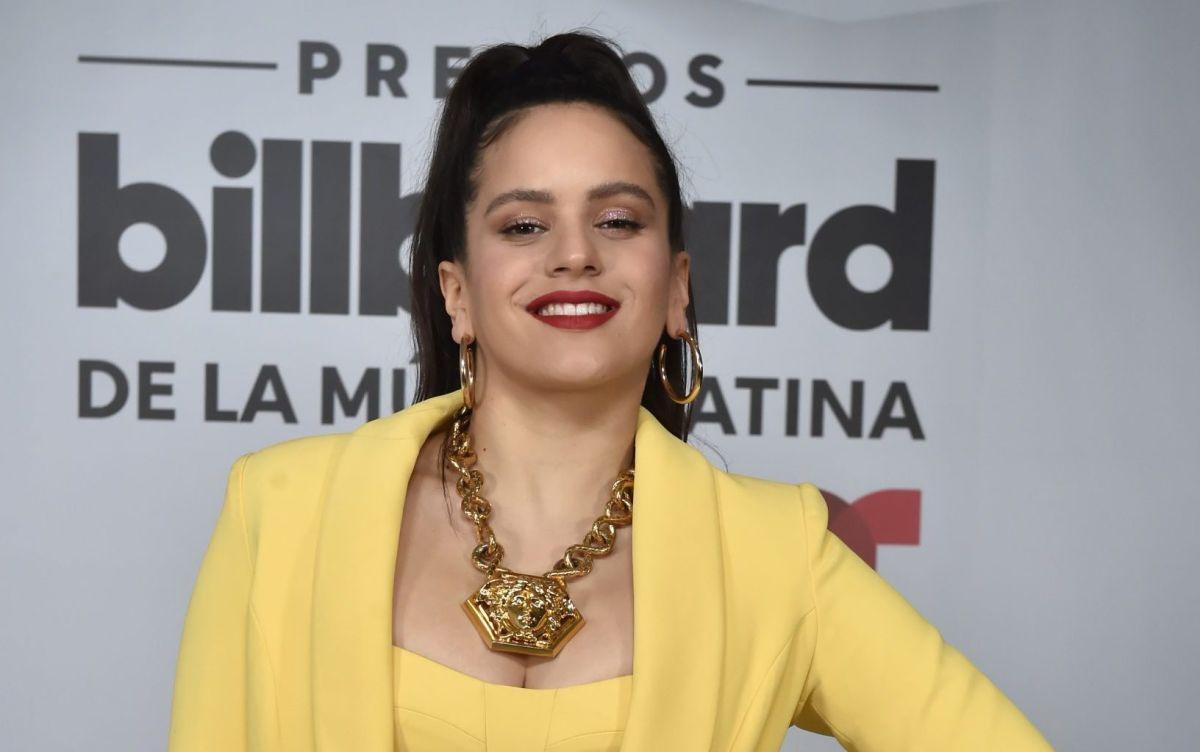 Rosalía recibió el 2020 divirtiéndose en la cama con varias mujeres