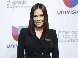 La rutina de ejercicio de Karla Martínez para mantenerse radiante a los 44 años