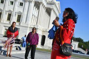 Muy a menudo las mujeres indígenas no reciben cuidados prenatales