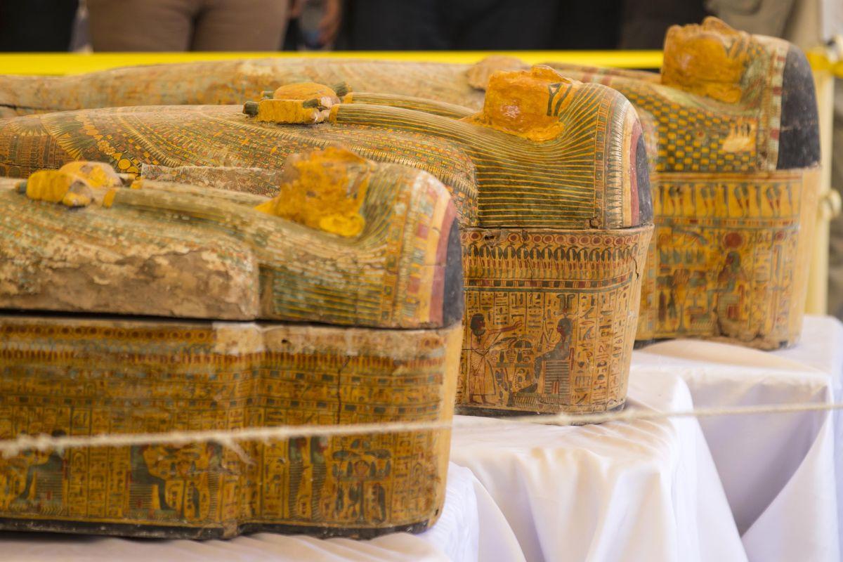 Egipto revela detalles sobre 30 ataúdes antiguos encontrados con las momias dentro