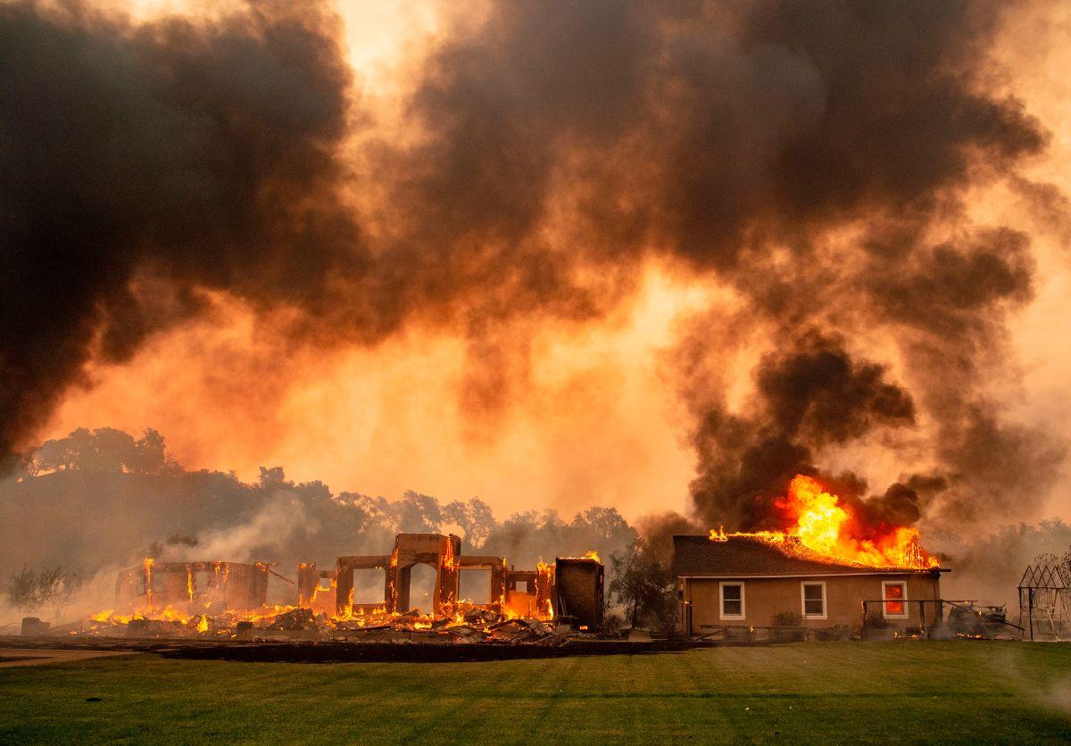 Fiscalía de Sonoma presenta 33 acusaciones contra PG&E por el incendio Kincade en 2019