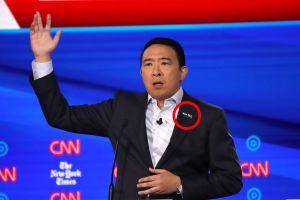 Debate demócrata: Andrew Yang lleva la palabra 'MATH' en su solapa en referencia a Trump