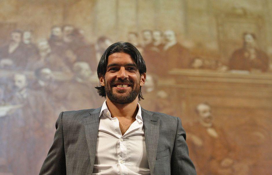 'Loco' Abreu no para, ahora será conductor de TV