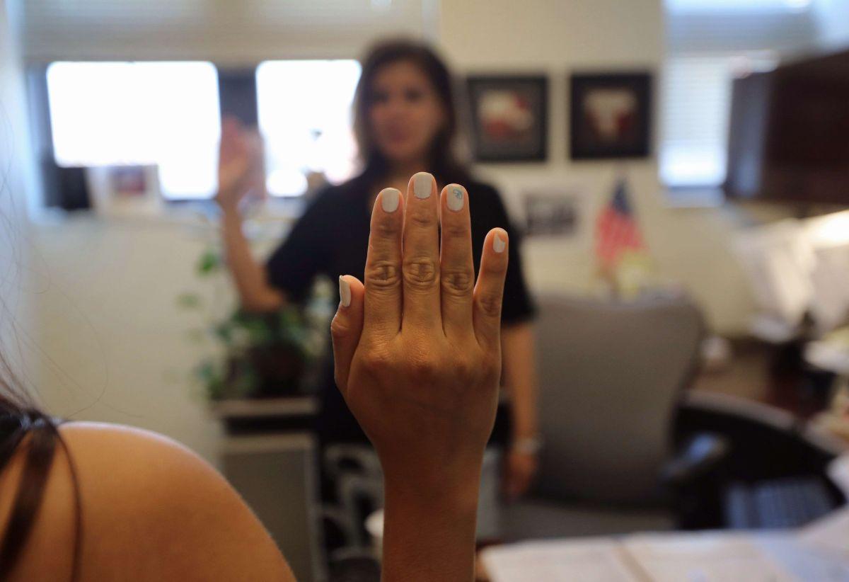 Los patrocinadores se comprometen a pagar si un inmigrante utiliza ayuda pública.