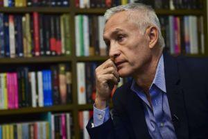 Cuestionan en redes ausencia de presentador de Univision, Jorge Ramos, en protestas de Ecuador