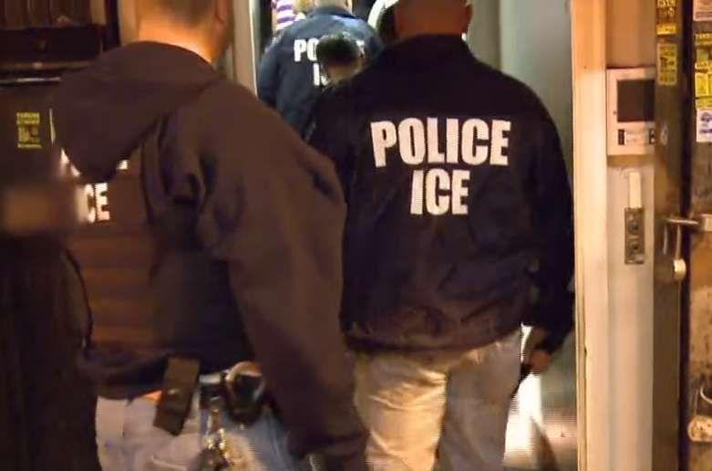 ICE mantiene operativos contra inmigrantes.