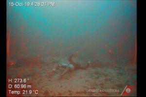 Encuentran a una mujer abrazada a su bebé en el fondo del mar