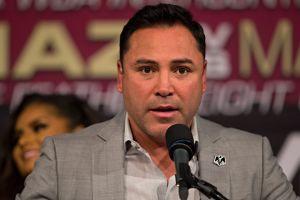 Oscar de la Hoya está en pláticas con varias comisiones en Estados Unidos para reactivar el boxeo en julio