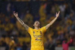 Carlos Salcedo estaría a punto de irse de Tigres para regresar a Europa