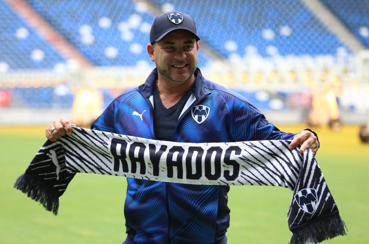 ¡Menosprecia al Rebaño! Antonio Mohamed cree que Pizarro debe ir a Europa, no a Chivas