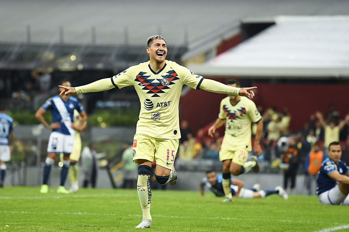 Nicolás Castillo festejando su gol con América.