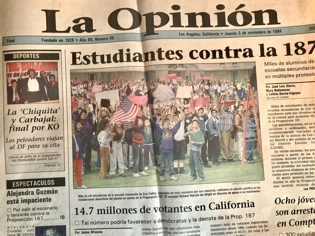 El miércoles 2 de noviembre de 1994, miles de estudiantes salieron a manifestarse en las calles contra la Proposición 187. (Archivo)