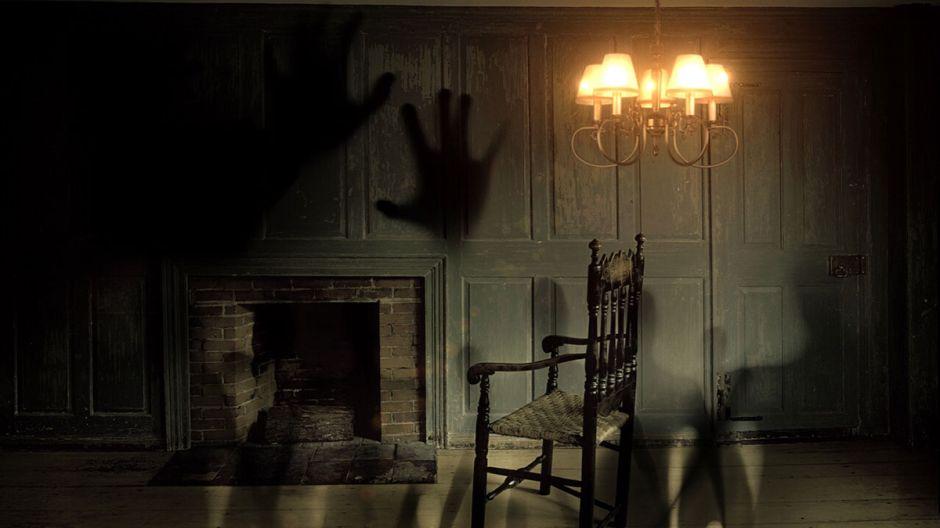 Negocio de bienes raíces revisa que no haya fantasmas en una casa antes de vendértela