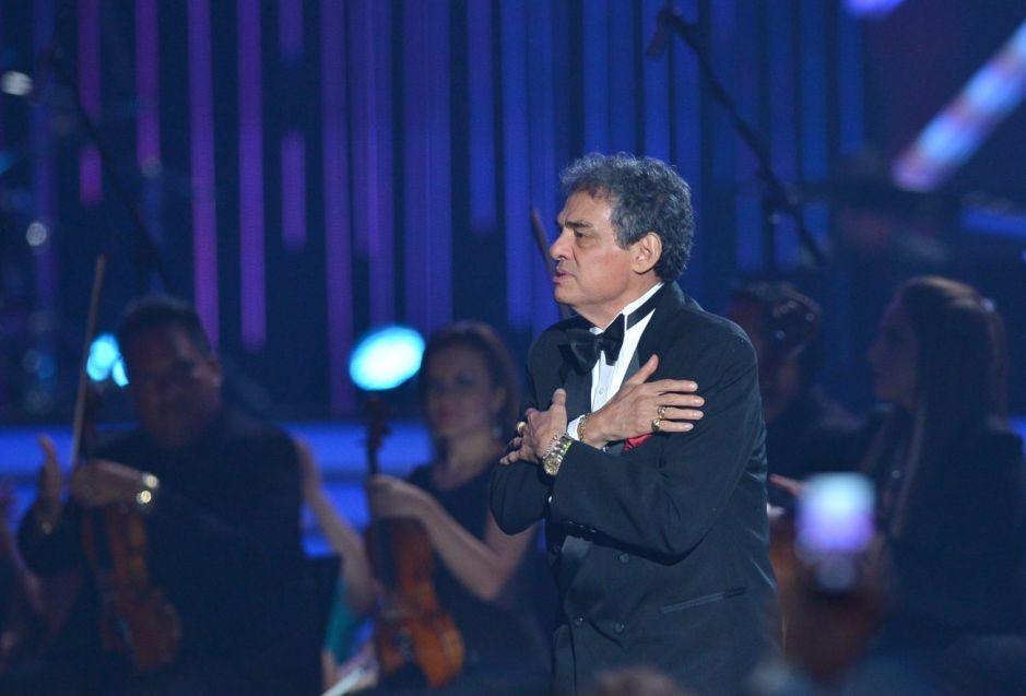 Clavería le canta a José José