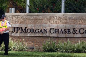 Banco JPMorgan contratará a personas con antecedentes penales