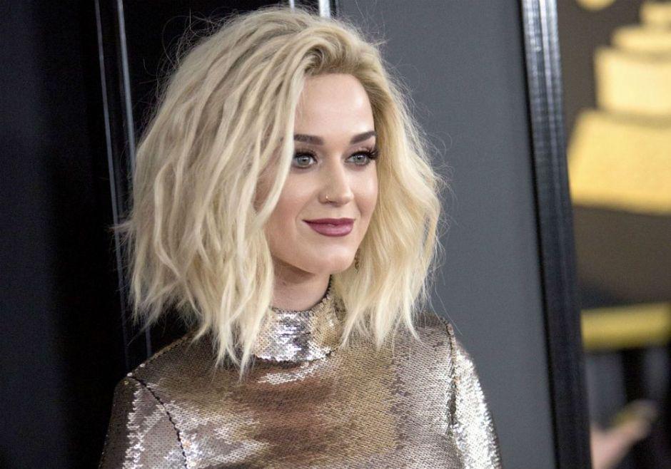 Katy Perry presume deslumbrante nuevo look y dirige un contundente mensaje a quienes la criticaron en el pasado