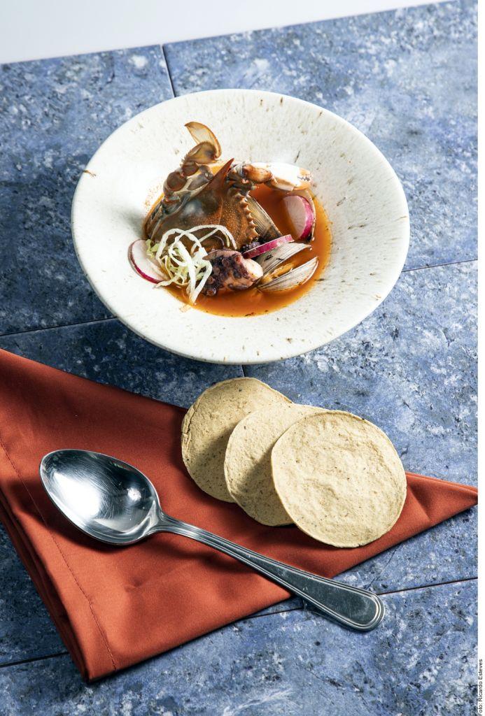 ¿Te animas a preparar un pozole de mariscos? Inigualable y auténtica versión de este tradicional platillo mexicano