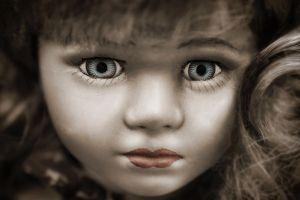 Venden muñeca embrujada por $5,600 en eBay