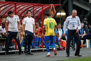 Esta película ya la vi: Neymar se lesionó en el empate de Brasil contra Nigeria