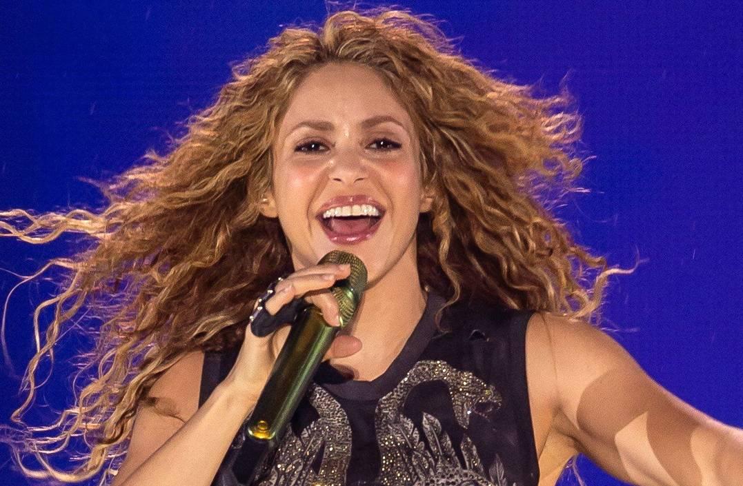 Salen a la luz videos de Shakira y Alejandro Sáenz que probarían un viejo romance