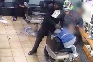 Video: roban con pistola a un hombre mientras le cortaban el cabello en Nueva York