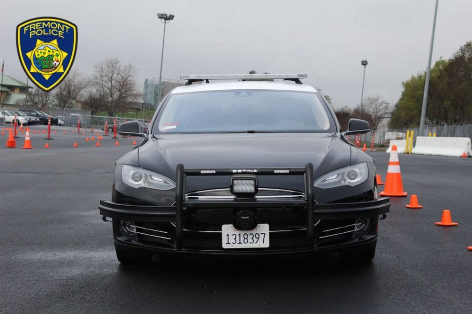 Una patrulla Tesla casi se queda sin batería durante persecución, pero el Departamento de California defiende a los autos